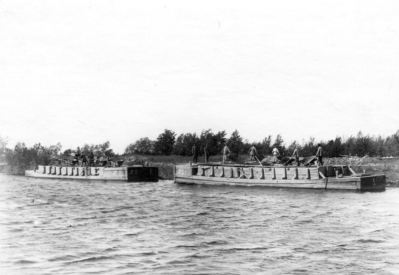 Разгрузка барж на Ладожском канале