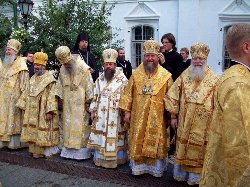 Православное священство на Соборной площади