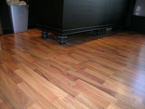 интерьер современного магазина  ножки стола Castel Romano designer outlet 64