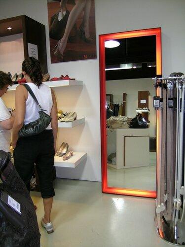 Интерьер современного магазина Castel Romano designer outlet 101