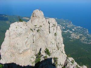 вид на Зубцы с вершины Ай-Петри