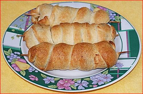 Закуска из шампиньонов c сыром на шпажках в тесте