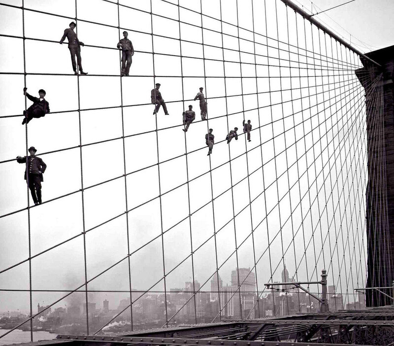 узоры города.Brooklyn Bridge painters, 1914. Photo by Eugene de Salignac