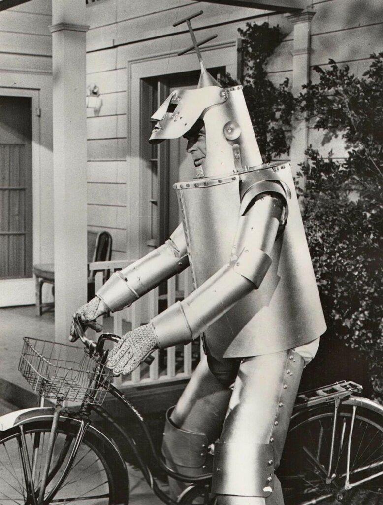 Fred MacMurray rides a bike, robotically.jpg