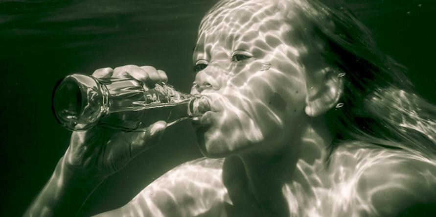 10. Постановочная фотография царит и под водой