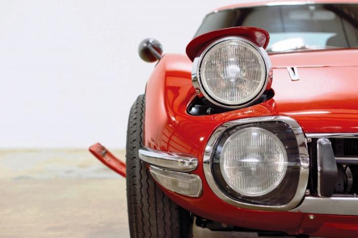Как нельзя кстати для Тойоты, в 1966 году начались съёмки очередной ленты из серии знаменитой