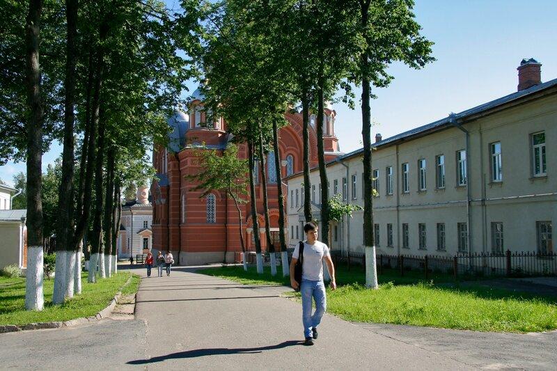 Покровский Хотьков монастырь. Улица в монастыре