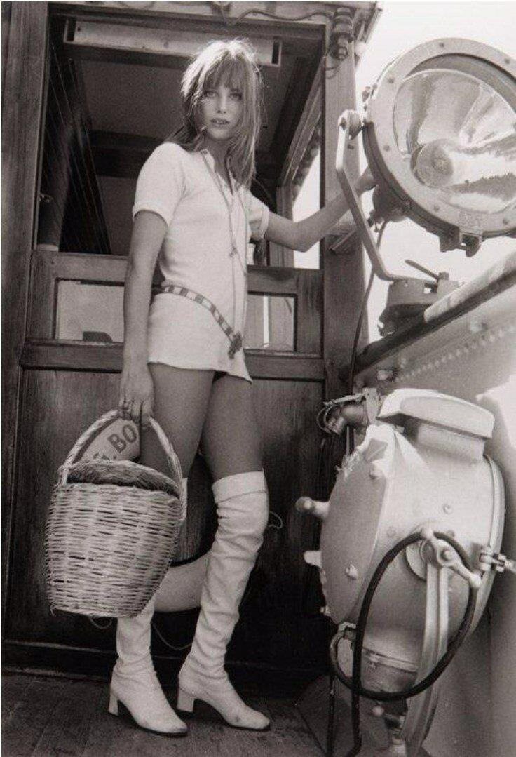 1969. Джейн Биркин на барже, Париж