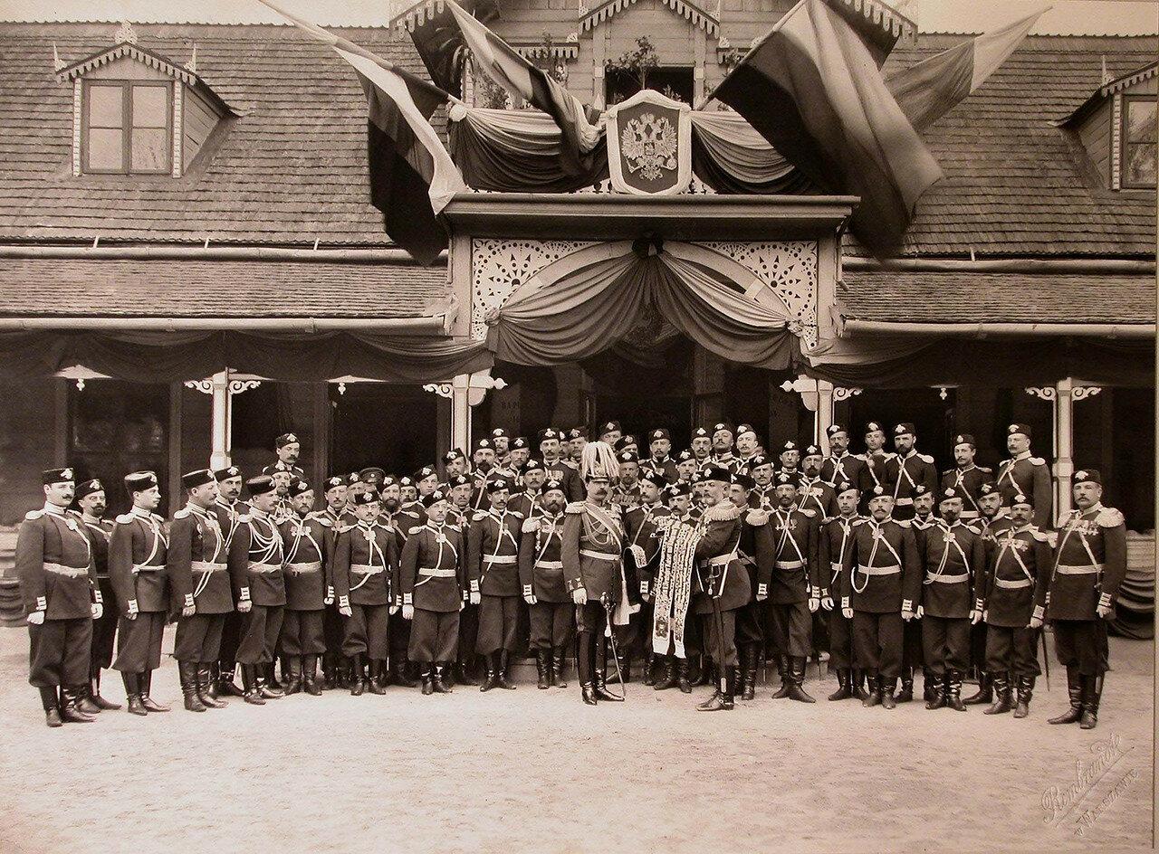 02. Офицеры полка во время церемонии передачи генералом от кавалерии, генералом-адъютантом графом фон-Веделем