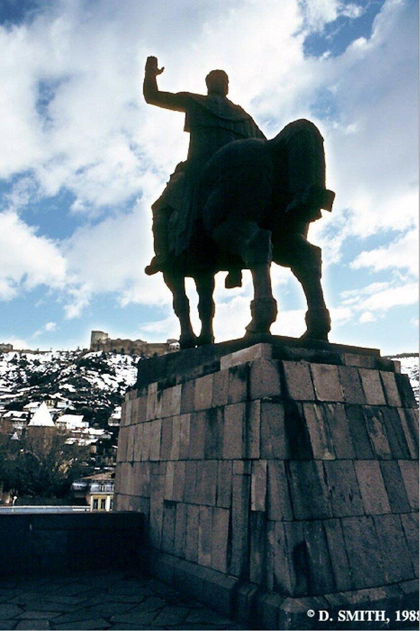 Тбилиси. Статуя царя Вахтанга I Горгасали