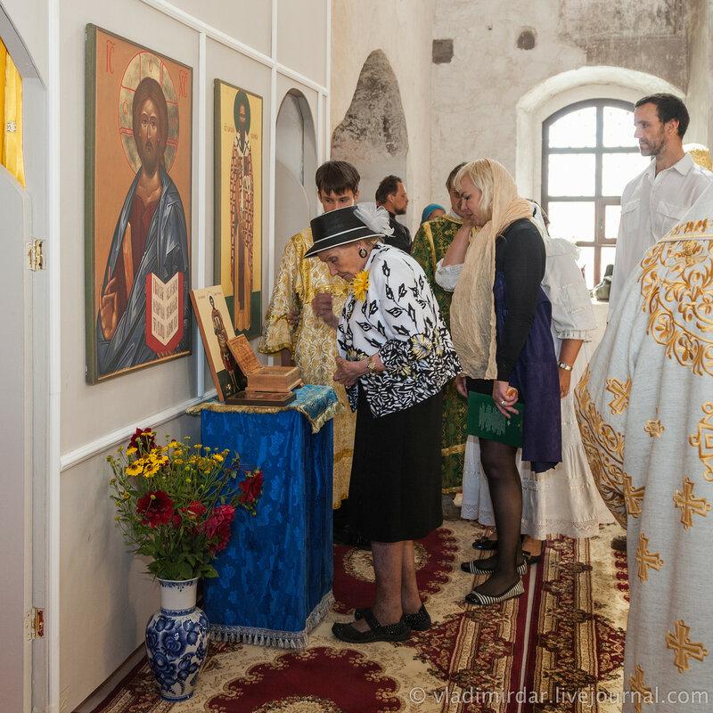 Поклонение мощам великомучеников. Княгиня Ольга Николаевна Куликовская-Романова.