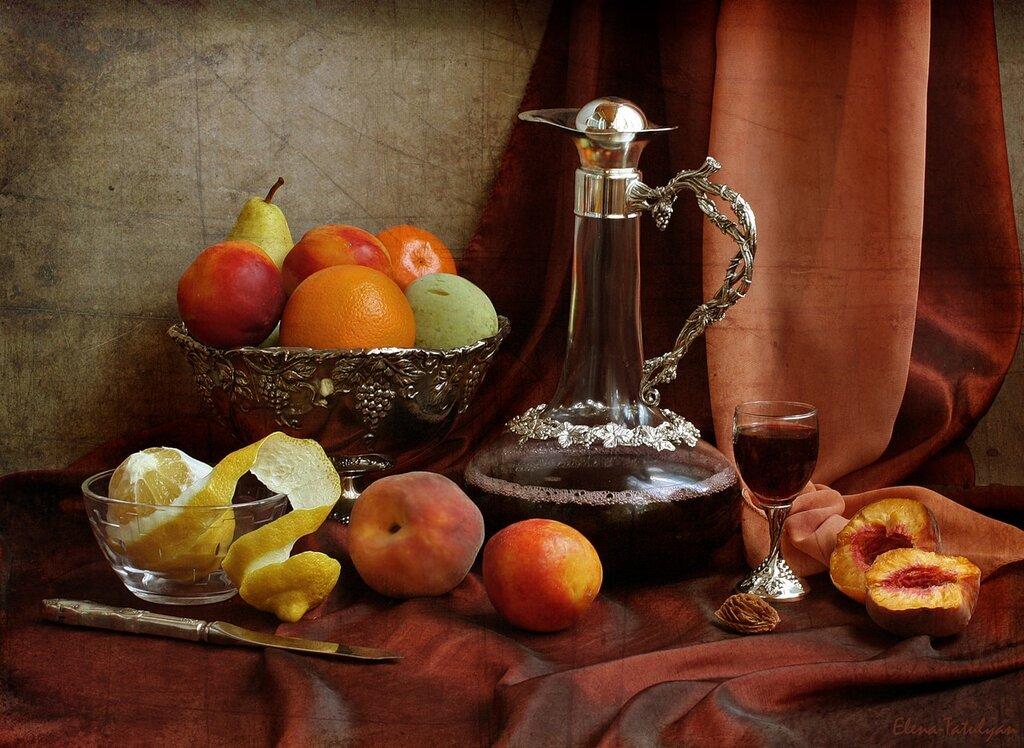 Молодое вино и фрукты
