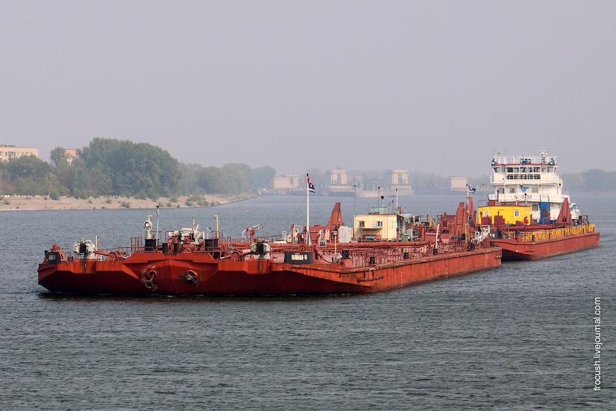 Толкач «ОТ-2452» с двумя баржами «Наливная-16» и «Наливная-13»