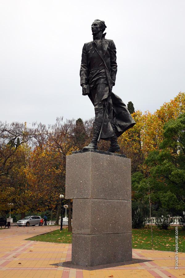Памятник Н.А.Островскому