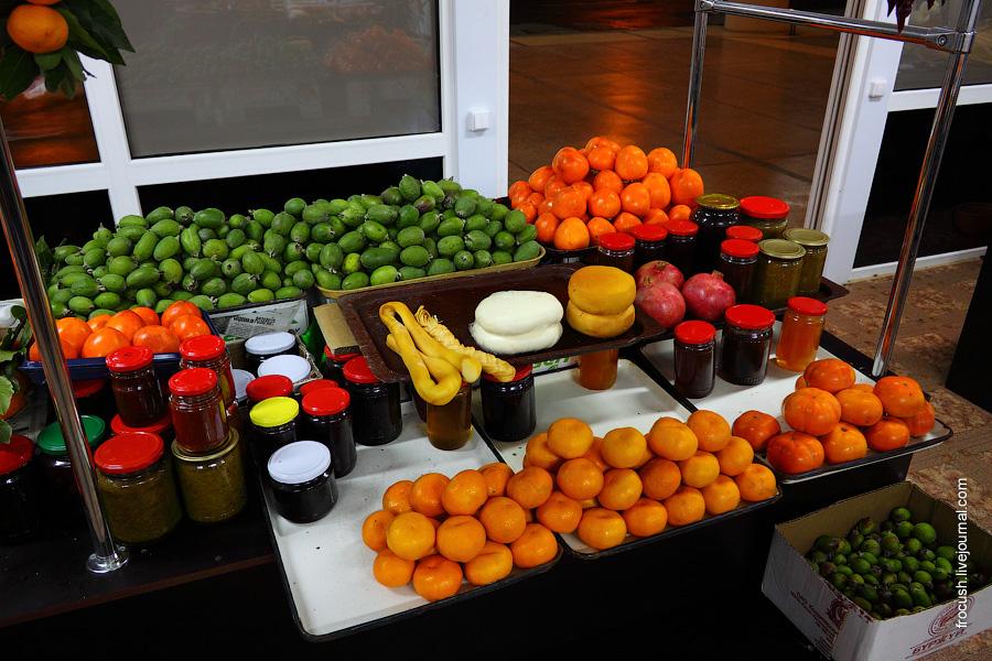 фрукты в аэропорту Адлер