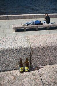Знойный полдень (набережная, пара, пиво, человек)