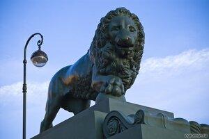 Бронзовый лев (лев, скульптура, фонарь)