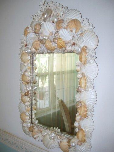 Зеркало, декорированное ракушками