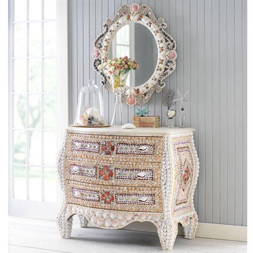 Декор мебели из ракушек