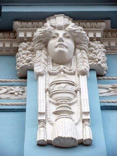 Фрагмент лепнины дома купца Грибушина