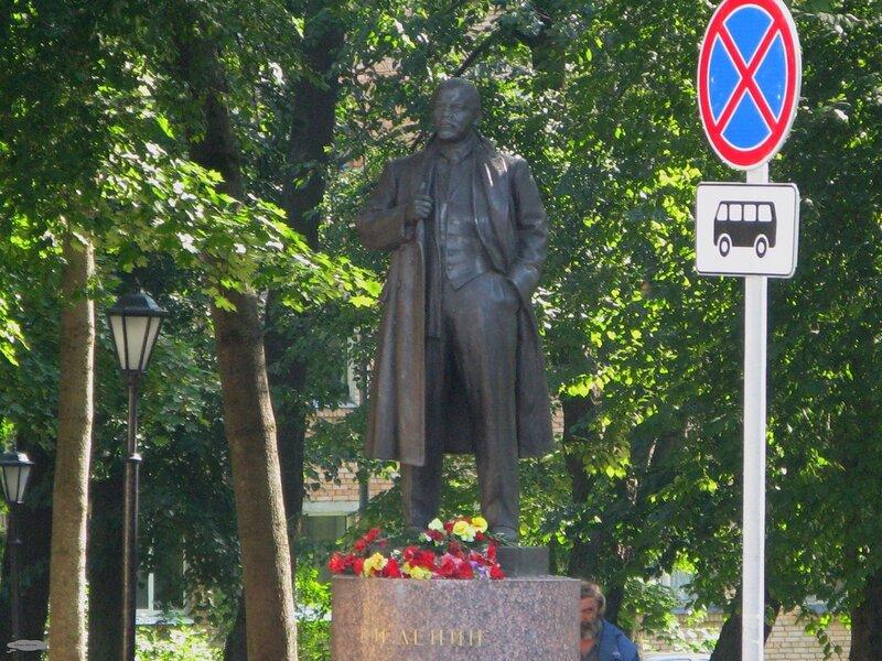 Памятник Ленину в Пушкине
