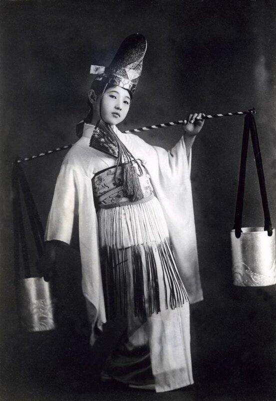 ретро япония.танцовщица