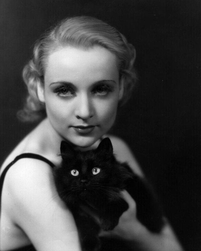 Знаменитости и животные. Carole Lombard