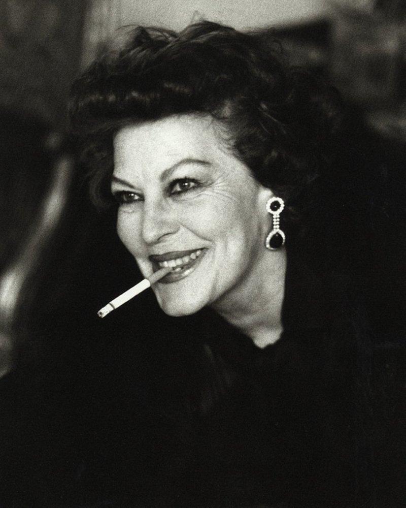женщина с сигаретой. Ava Gardner