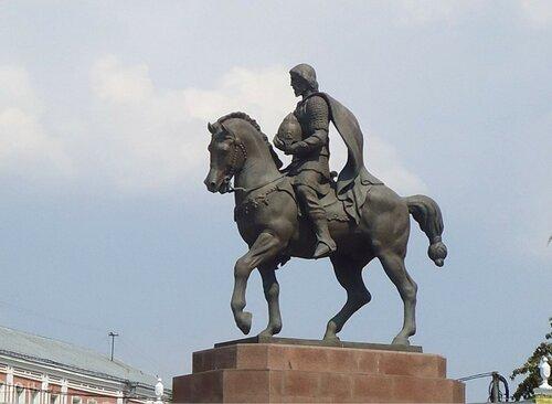 Памятник князю Олегу Рязанскому.
