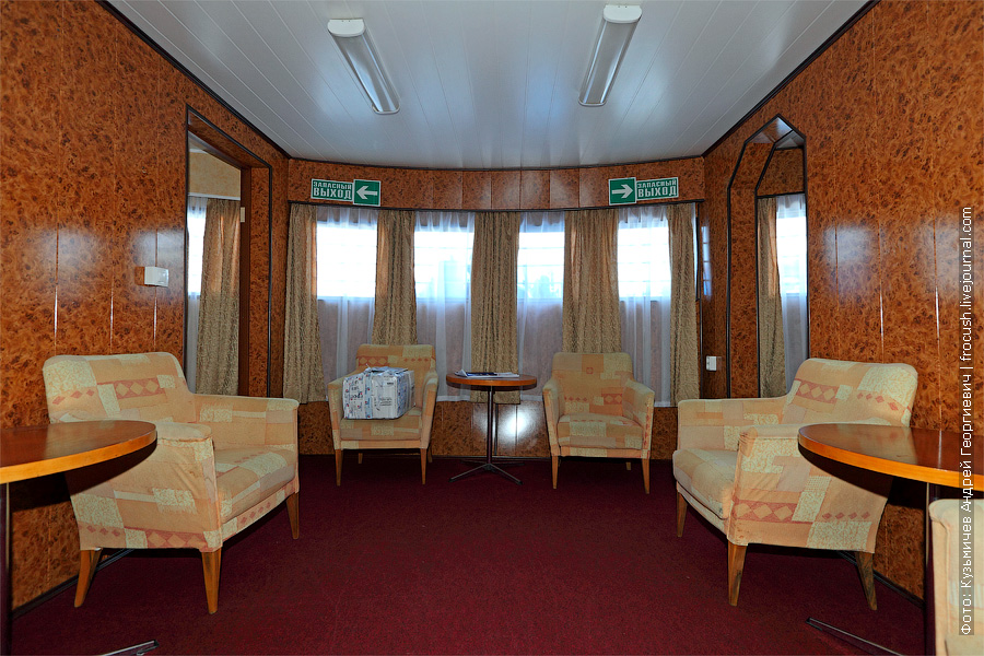 Зал носового салона на главной палубе. Теплоход «Башкортостан»