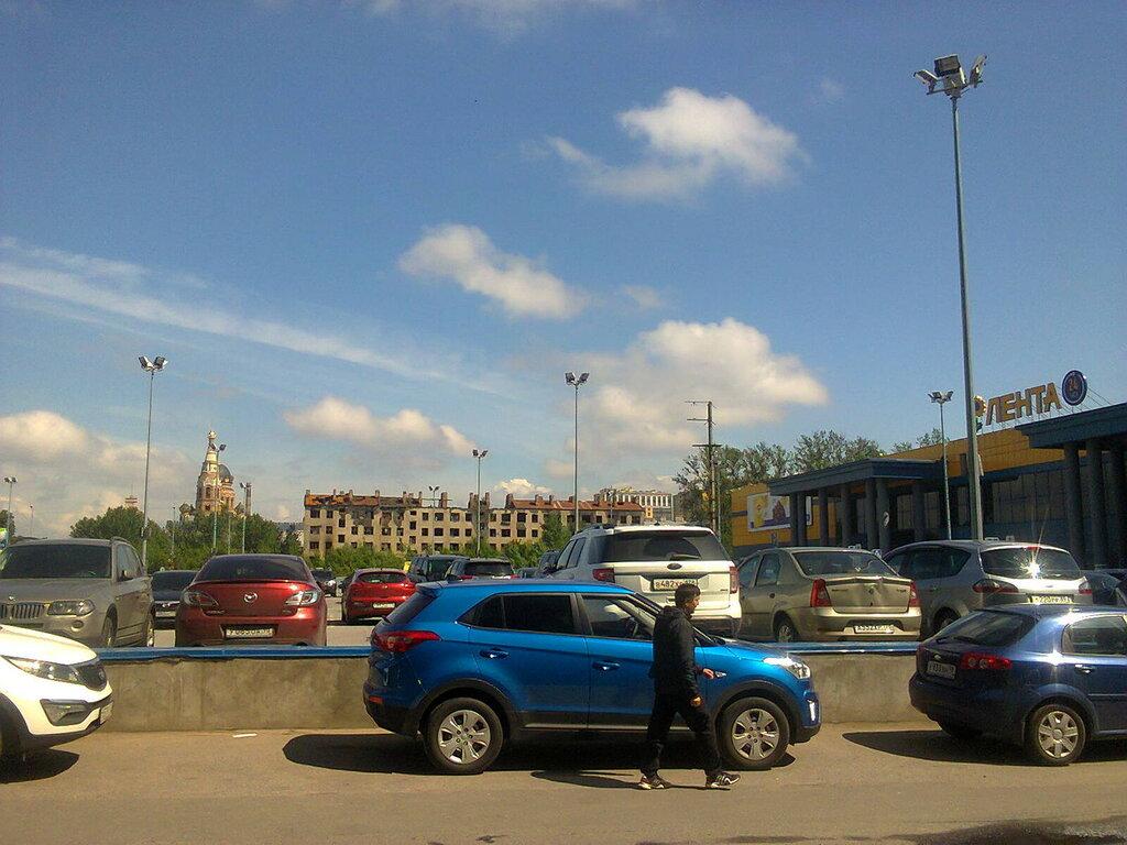 Освещение парковок перед гипермаркетами