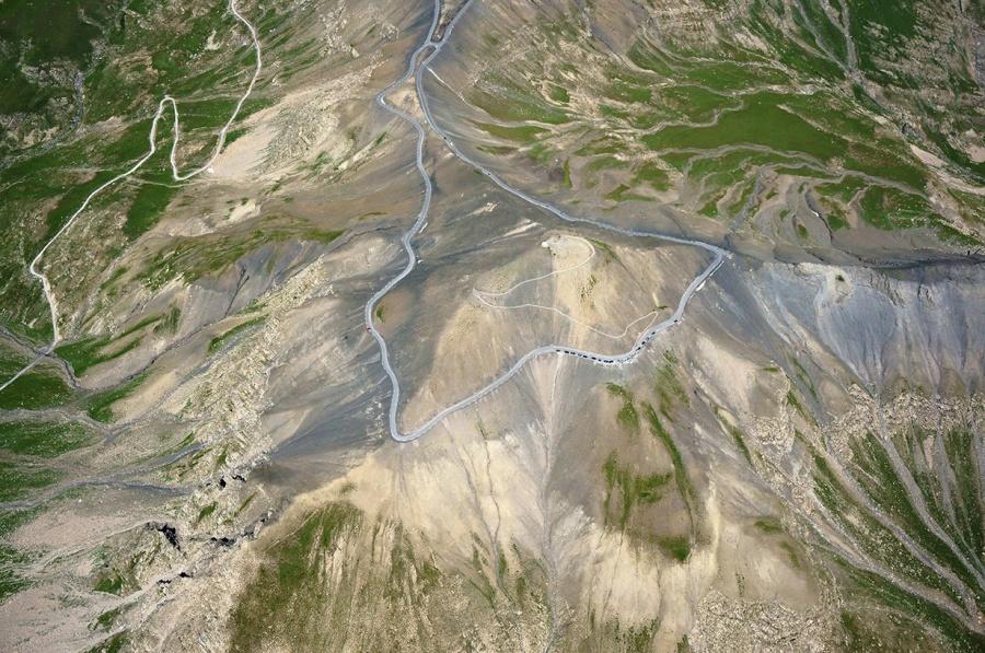 mashable.com Этот опасный перевал расположен навысоте более 2000 метров вофранцузских Альпах, неда