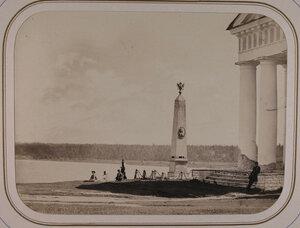 Вид памятника императору Петру I на берегу реки Свирь,поставленного купцом Софроновым по предсмертному  желанию его малолетнего сына.