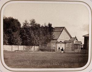 Вид дома (бывшего казённого)для начальников бывшей верфи и для управляющих Балтийским округом корабельных лесов. Лодейное Поле