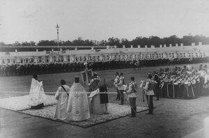Принятие нового полкового  штандарта командиром полка   на параде в день празднования  200-летнего юбилея полка.