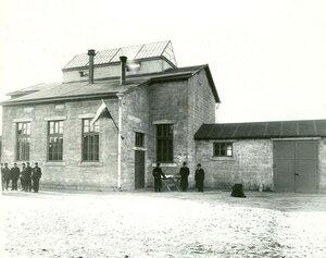 Здание конторы завода.