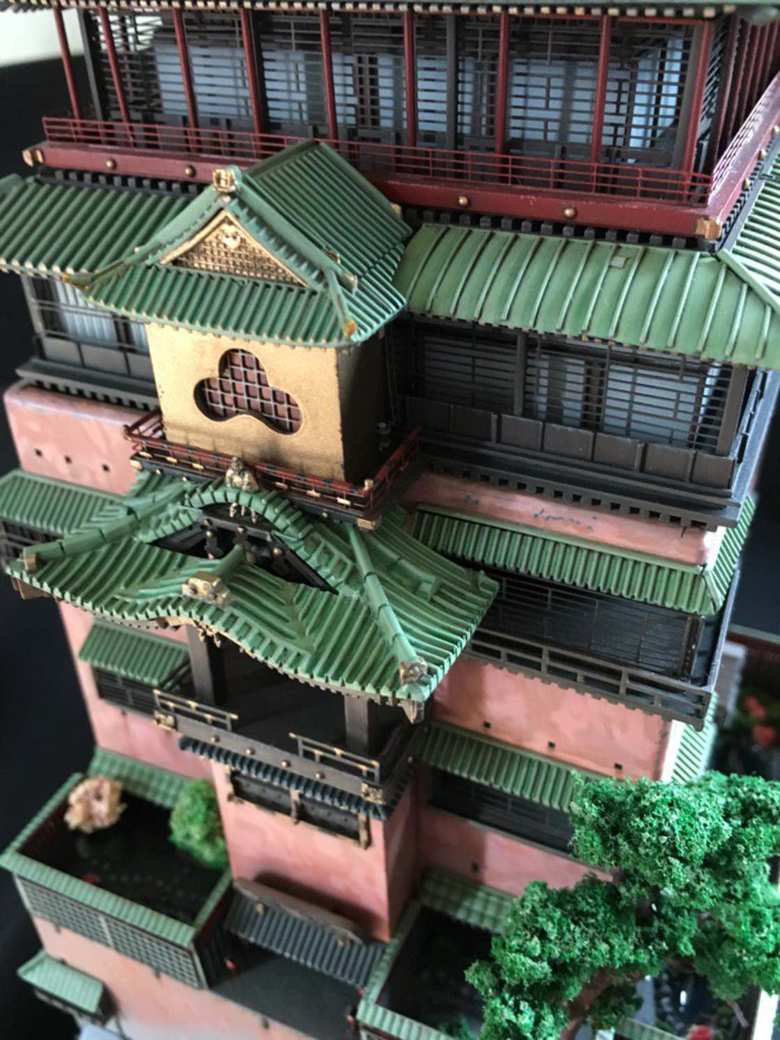 Spirited Away - A Miyazaki fan recreated the bathing house with an impressive model