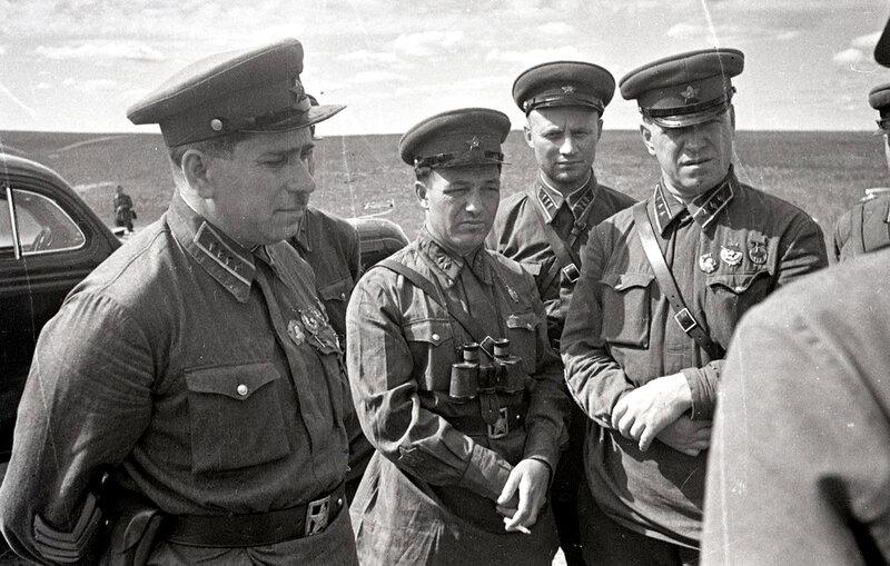 6-Командарм 2-го ранга штерн и комкор жуков. халхин-гол, 1939.jpg