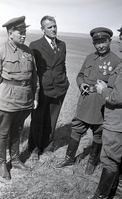 8-Командарм 2-го ранга штерн, маршал монголии чойбалсан и комкор жуков. халхин-гол, 39.jpg