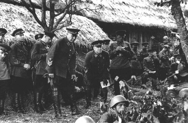 12-Маршал сс семен констант. тимошенко и генерал армии георгий констан. жуков на маневрах. 40.jpg
