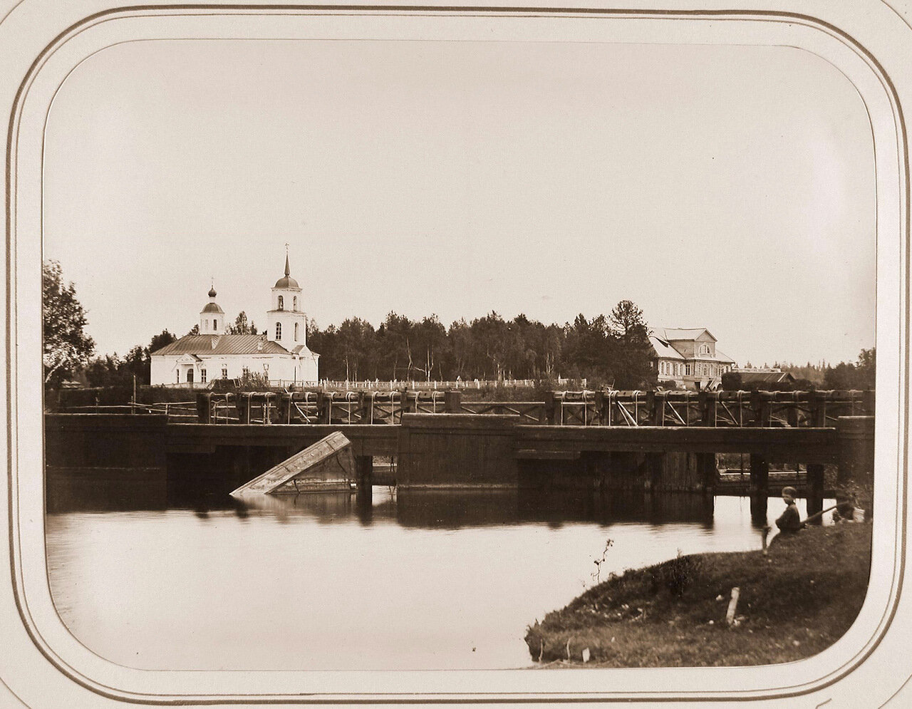 Вид на Петербургскую плотину; на втором плане - усадьба Званы с церковью