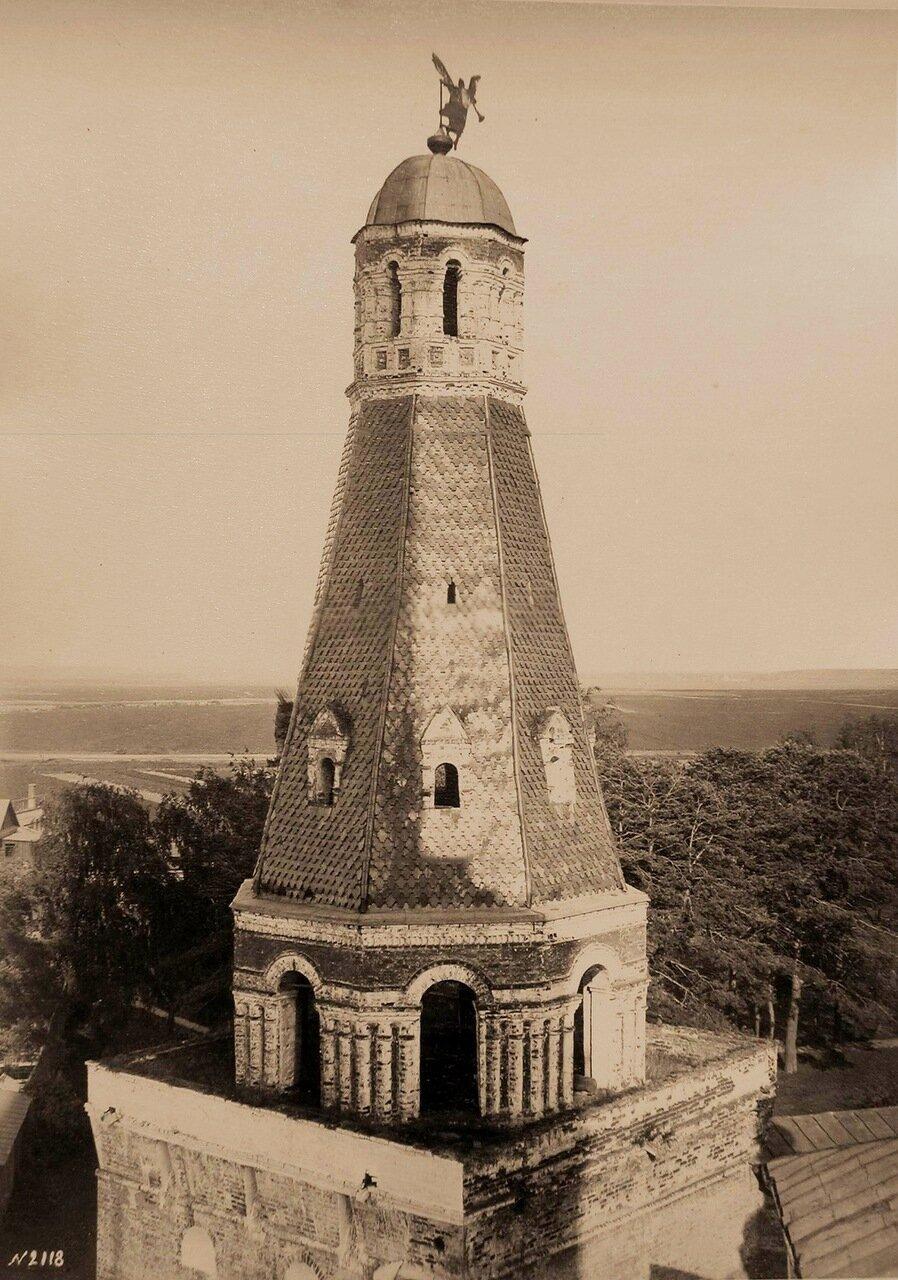 Вид верхней части башни Дуло Симонова Успенского мужского монастыря
