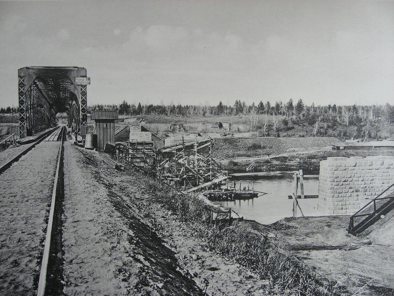 77.  2706 верста. Постройка опор моста под второй путь на р. Ия. Строительный период 1910