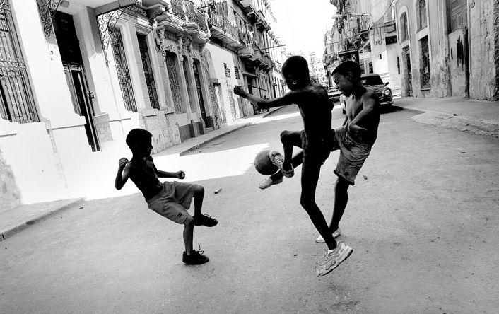 Olivier Douliery - Дети на улицах Гаваны