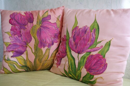 подушки с тюльпанами