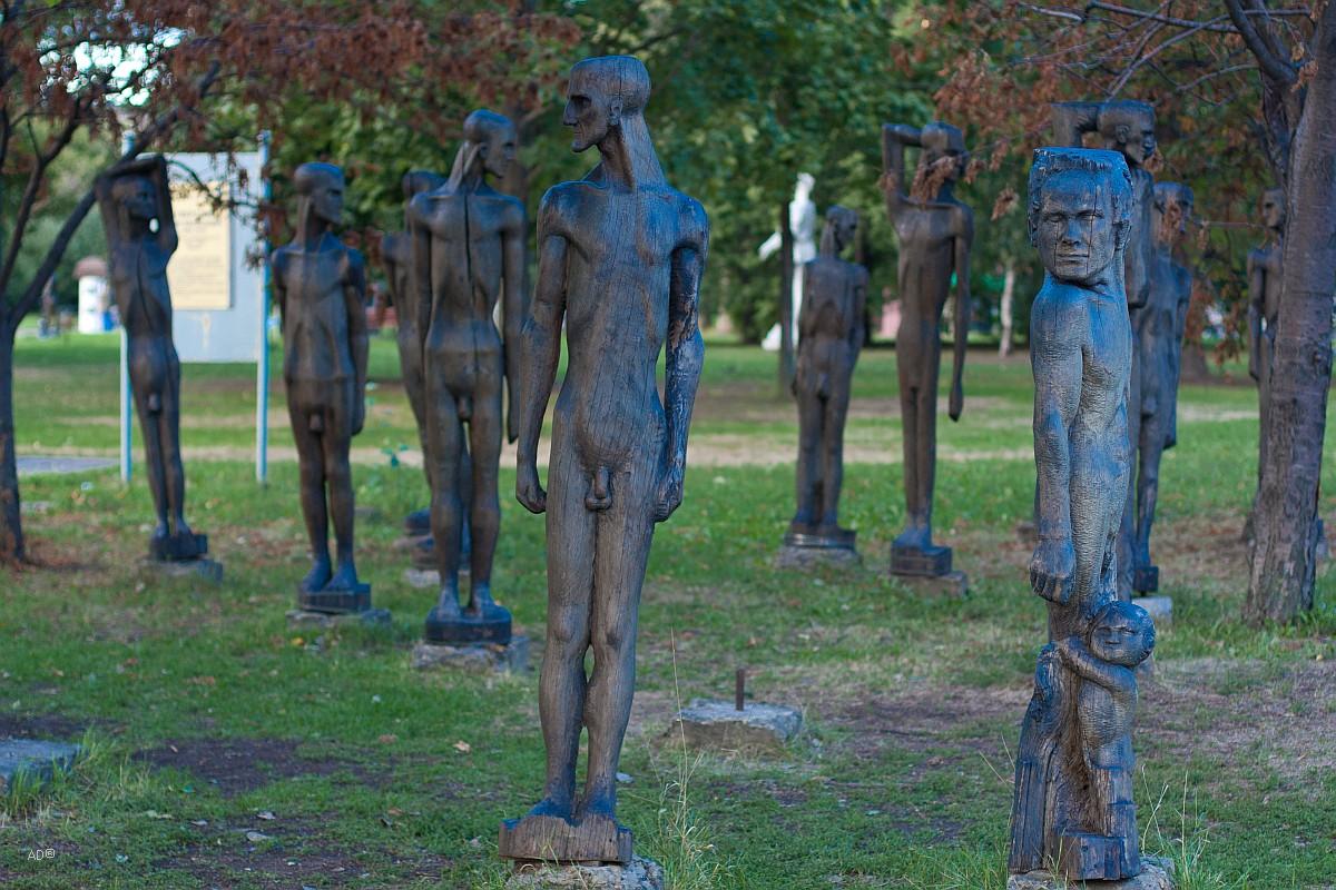 Скульптурная композиция из дерева в память о жертвах политических репрессий