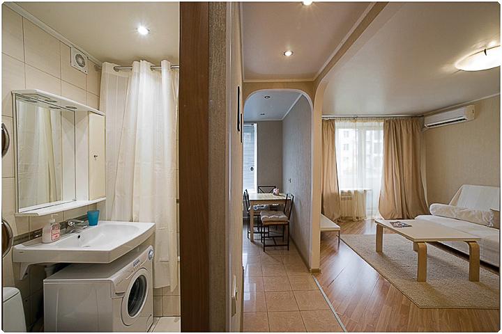 Свобода начинается с туалета... Но как же тесен путь туда! http://img-fotki.yandex.ru/get/5405/color-foto.90/0_533b4_50fd1cc5_orig