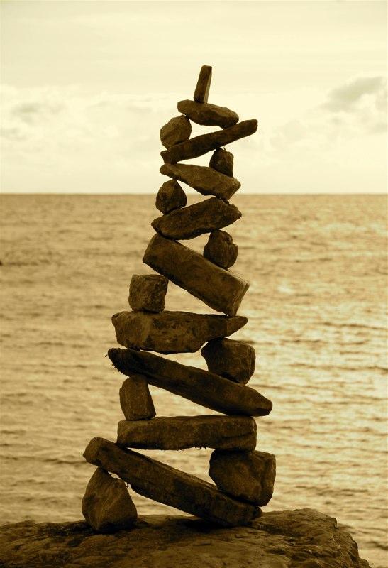 Рок балансировка: временные скульптуры Петра Ридель (Rock balancing: temporary sculptures by Peter Riedel)