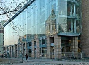 Отражение старого в новом (бизнес-центр, Казанский собор, отражение)