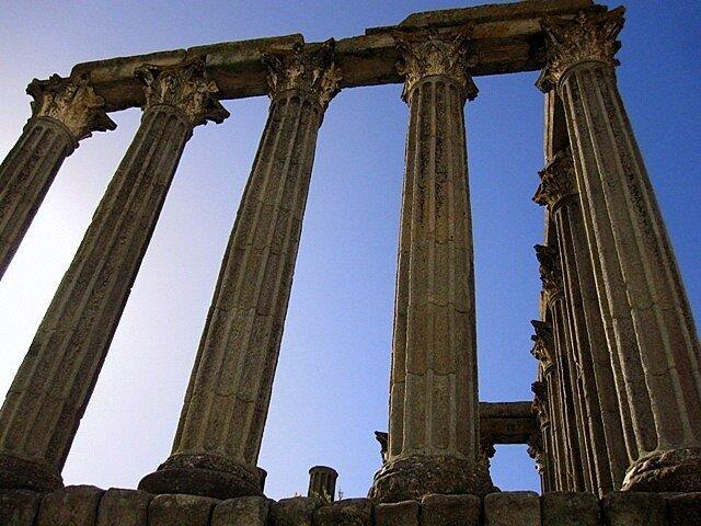 Roman_temple  Corinthian_style_capitals Evora Portugal ruin